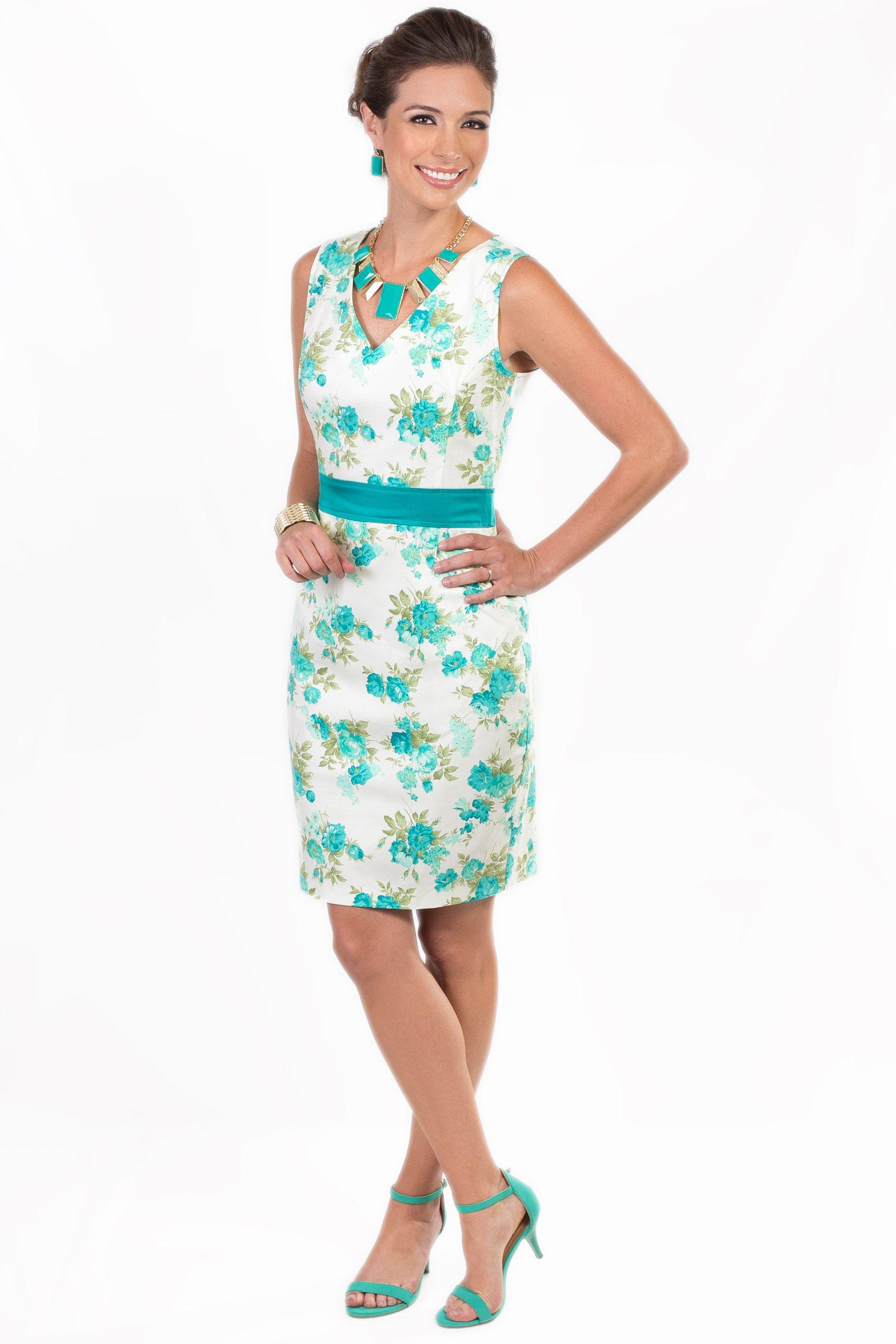 Este vestido turquesa con blanco es ideal para un día cálido en la oficina  y lo puedes combinar con un collar de perlas grandes al color turquesa del  ... 403f62c32bd8