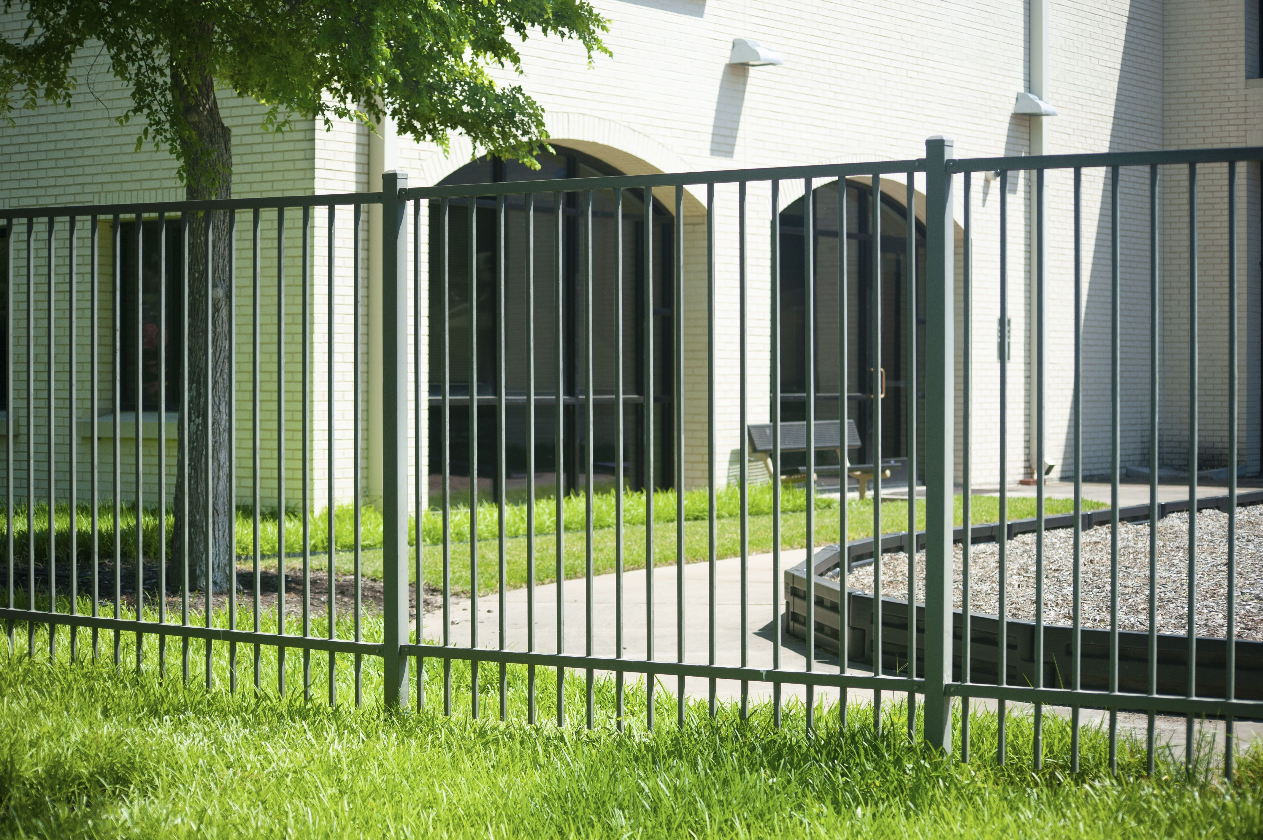 King Metals Is Your Source For All Your Fencing Needs In 2020 Fence Styles Fence Panels Fence