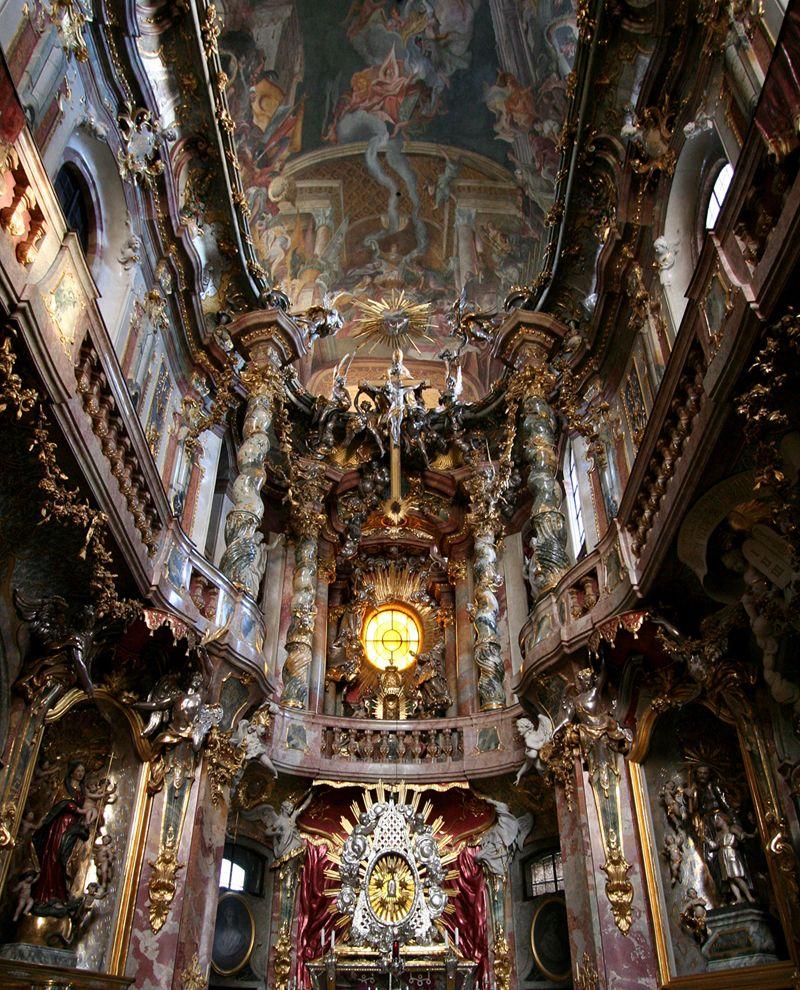 The extraordinary interior of the asamkirche munich for Innenarchitektur heidelberg