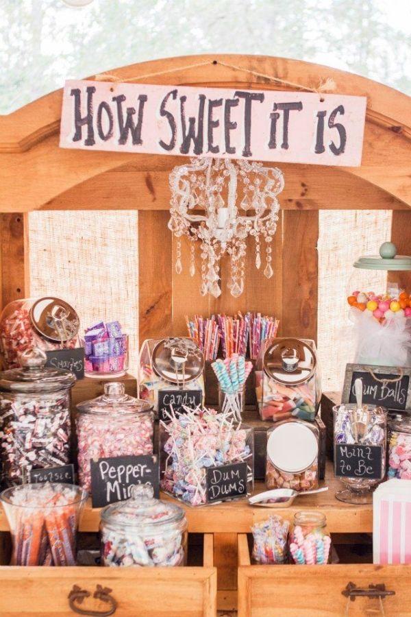Candy bar con elementos de madera y pizarra eventos for Pizarra para bar