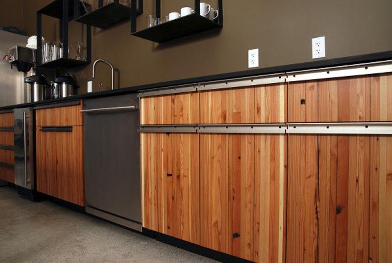 Drewno Z Odzysku Z Kuchni Fronty Ze Starego Drewna Reclaimed Wood Kitchen Kitchen Cabinet Plans Modern Kitchen Design