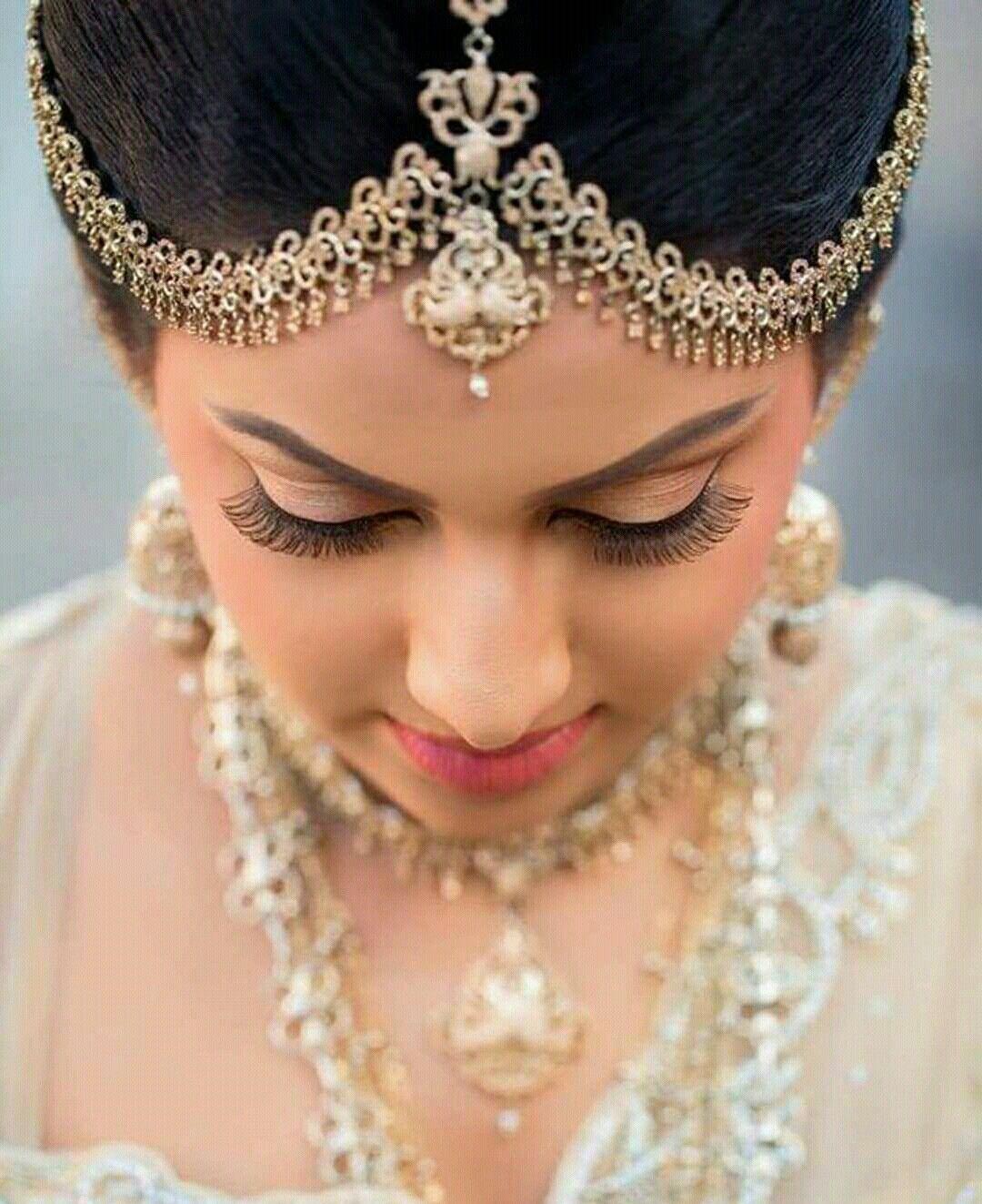 Wedding Hairstyle In Sri Lanka: Bridal Wear By Yashodara Rathnathilaka On Kandyan Brides