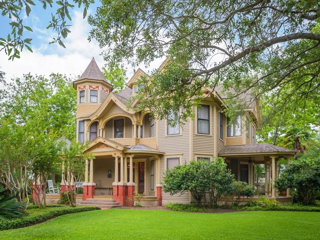 Exquisite And Mostly Original 1909 Queen Anne Style Estate On Acre Corner  Lot;