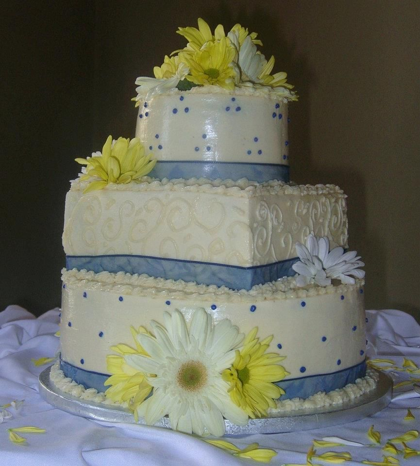 sunflower wedding cake    Flour Power Cafe & Bakery San Antonio