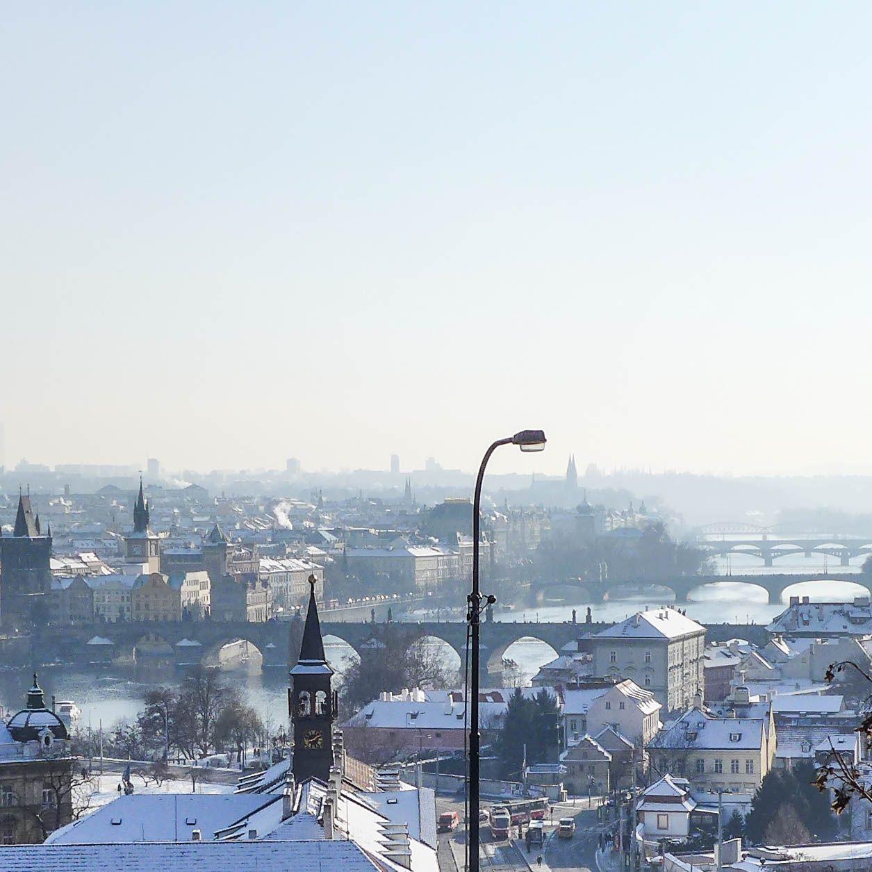 #prague #prag #praha #winter #snow #cold #moldau #moldavia #river #charlesbridge #karluvmost #karlsbrücke #bridge #bridges