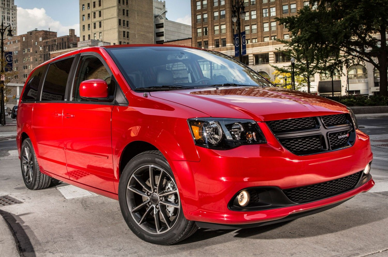 Html i admit it this dodge caravan looks pretty good never thought i d