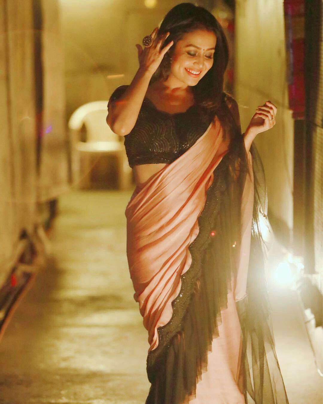 Neha kakkar Neha kakkar dresses, Peach saree, Stylish sarees