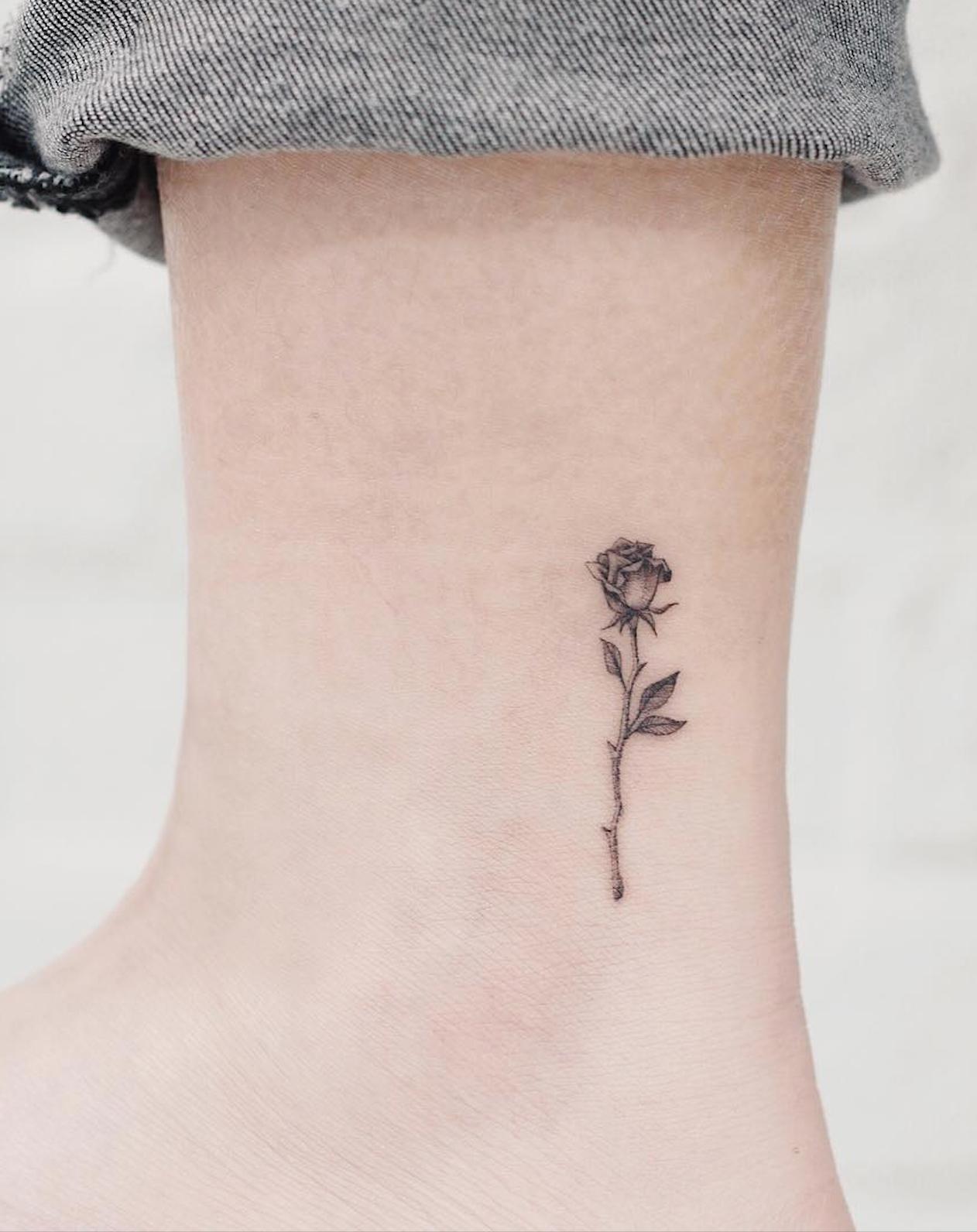 Minimalist Flower Tattoos According To Your Personality Tattooink Feminine Tattoos Small Tattoos Artsy Tattoos