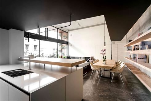 Modernes apartment dekor mit minimalistischen und natürlichen
