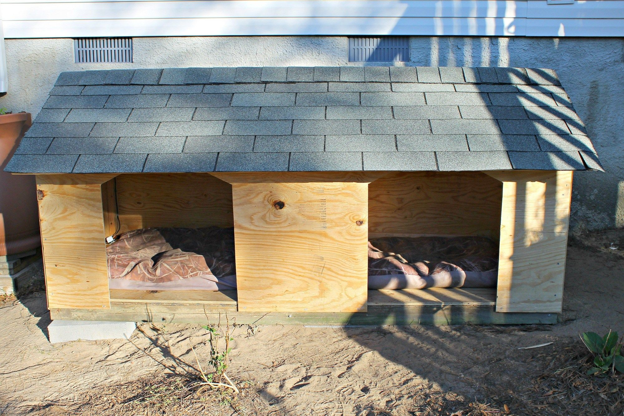 Diy Double Door Dog House Double Dog House Dog House With Porch