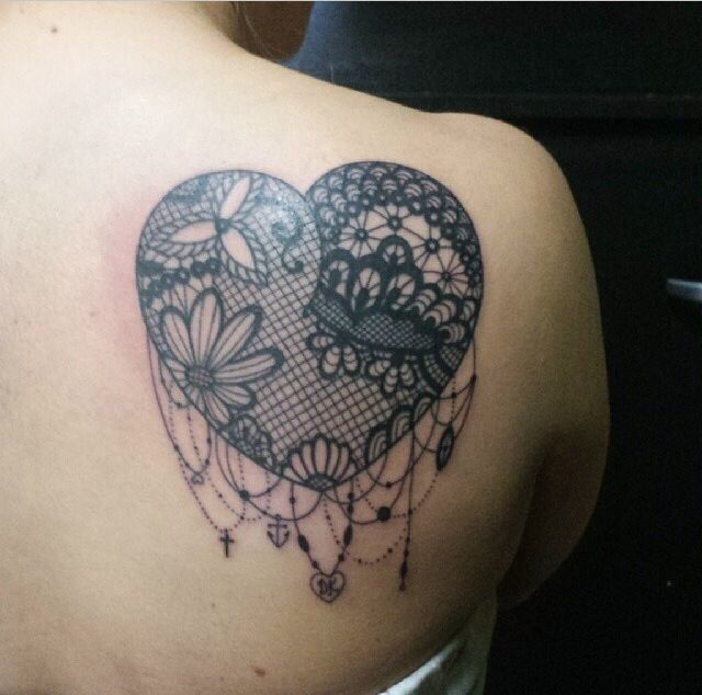 coeur femme a tatouer dentelle guipure dos omoplate | ąɱąʑıŋɠ ıиƙ