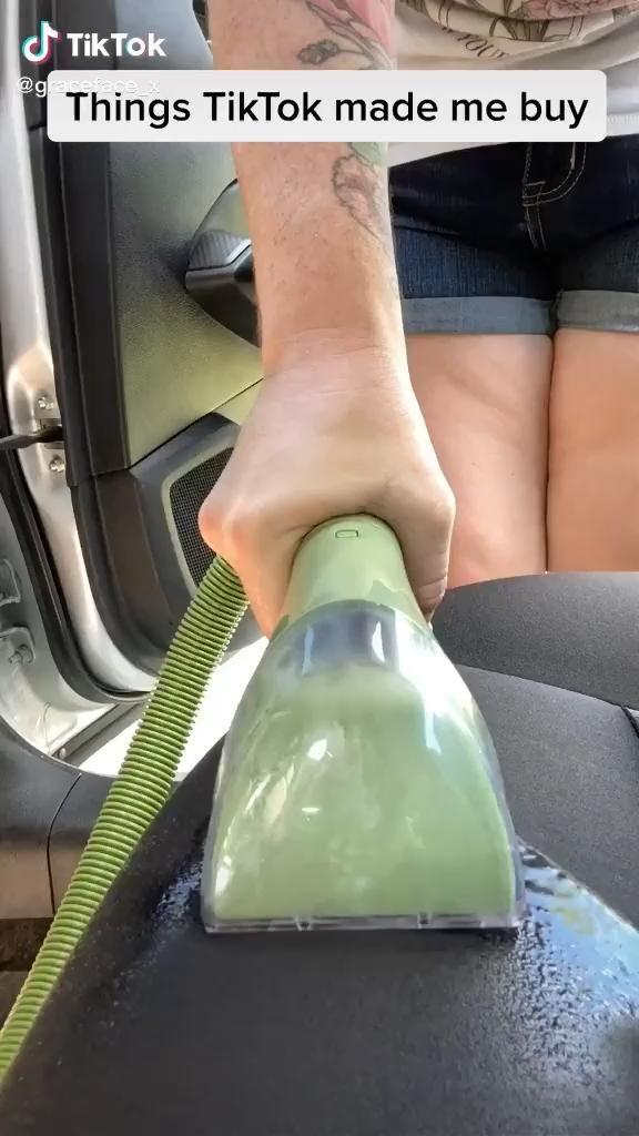 cleaning car vacuum