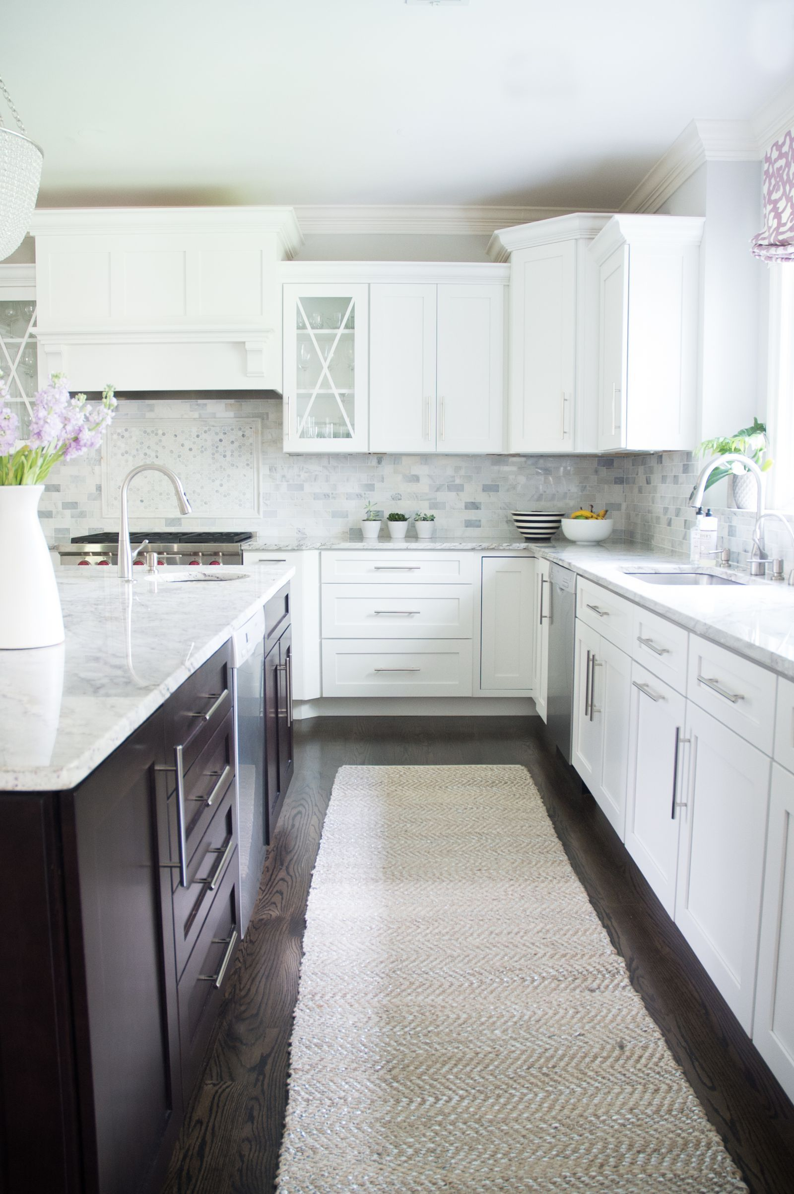 House Tour A Fashion Stylist S Dc Area Home Proves Black And White Never Fails Countertop Design Home Interior Design For Beginners