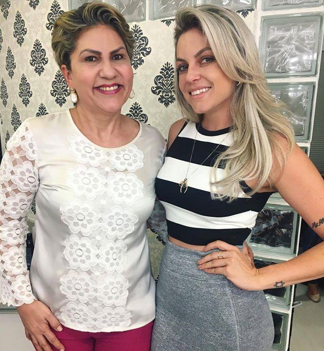 A @alessandraschafer escolheu a @clinicarejuvence para cuidar da pele/ pêlos e o @studiorejuvence para valorizar ainda mais sua beleza. Amamos cuidar de você! #beleza #Beauty #estética #esteticafacial #esteticacorporal #style #estilo #perfect #unhas #hair #make by bethsouzapersonalbeauty http://ift.tt/1O1LQe7