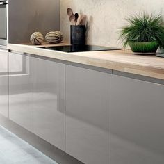 The backboard on our bayswater gloss cashmere kitchen is - Kuchenfliesen alternative ...