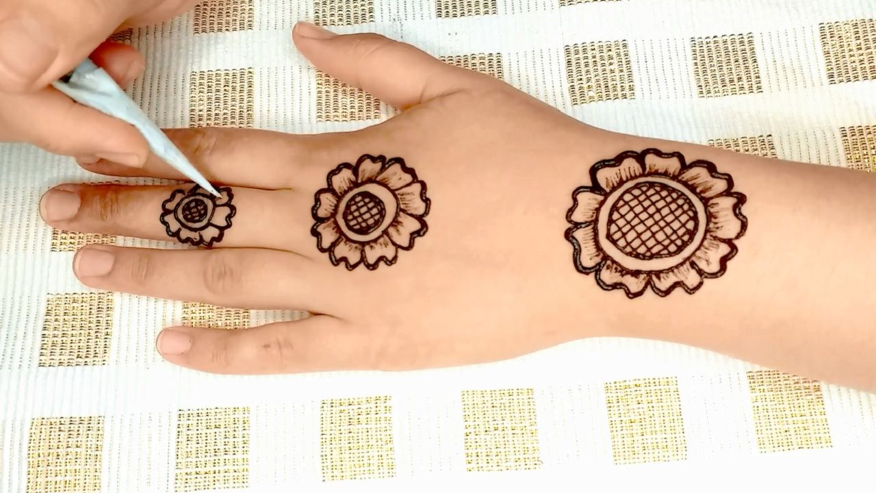 Simple 3 Flowers Mehndi Design For Hands Arabic Henna Design Mehndi Design For Beginners Mehndi Designs For Beginners Hand Henna Mehndi Simple
