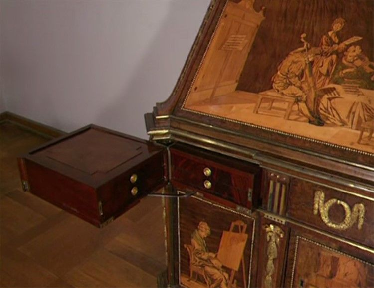 Amazing 200 Year Old Hand Made Desk Full Of Secret Compartments Moco Choco Secretary Desks Antique Desk Antique Desks For Sale