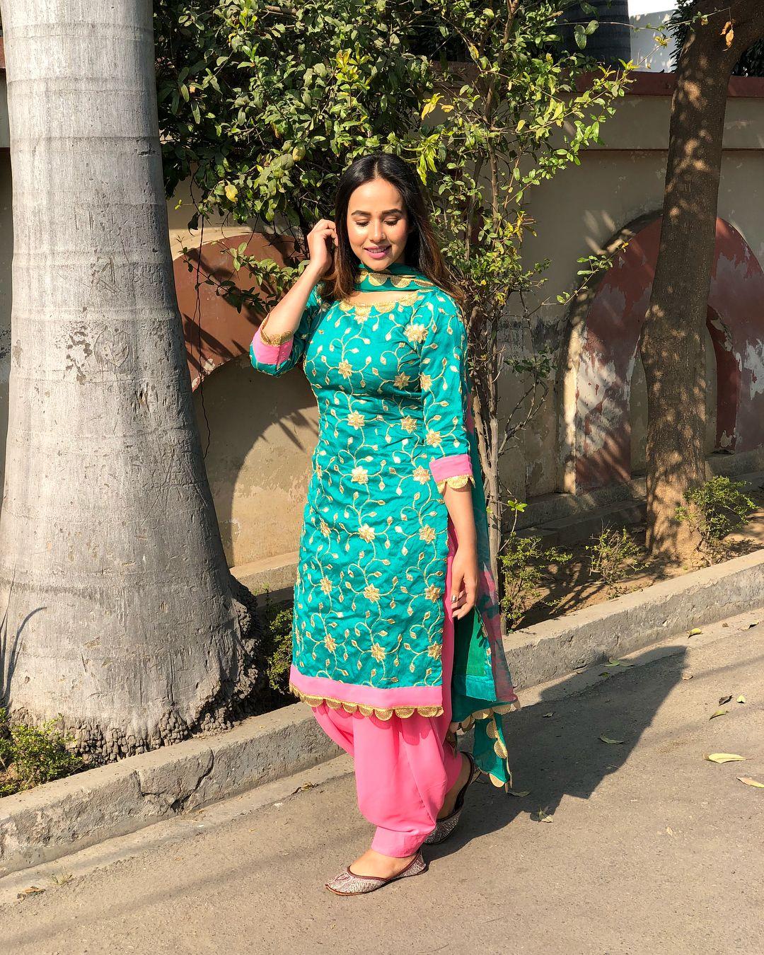 Pin by Manraj on Indian wear | Pinterest | Punjabi suits, Designer ...