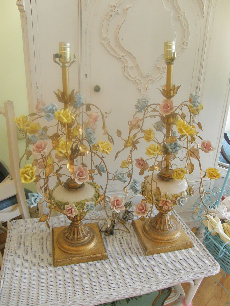 pair vintage tole lamps porcelain roses shabby chic cottage prairie pink yellow blue rose lamp. Black Bedroom Furniture Sets. Home Design Ideas
