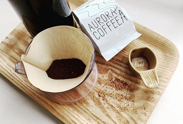 無印の耐熱ガラス丸型保存容器にコーヒー豆