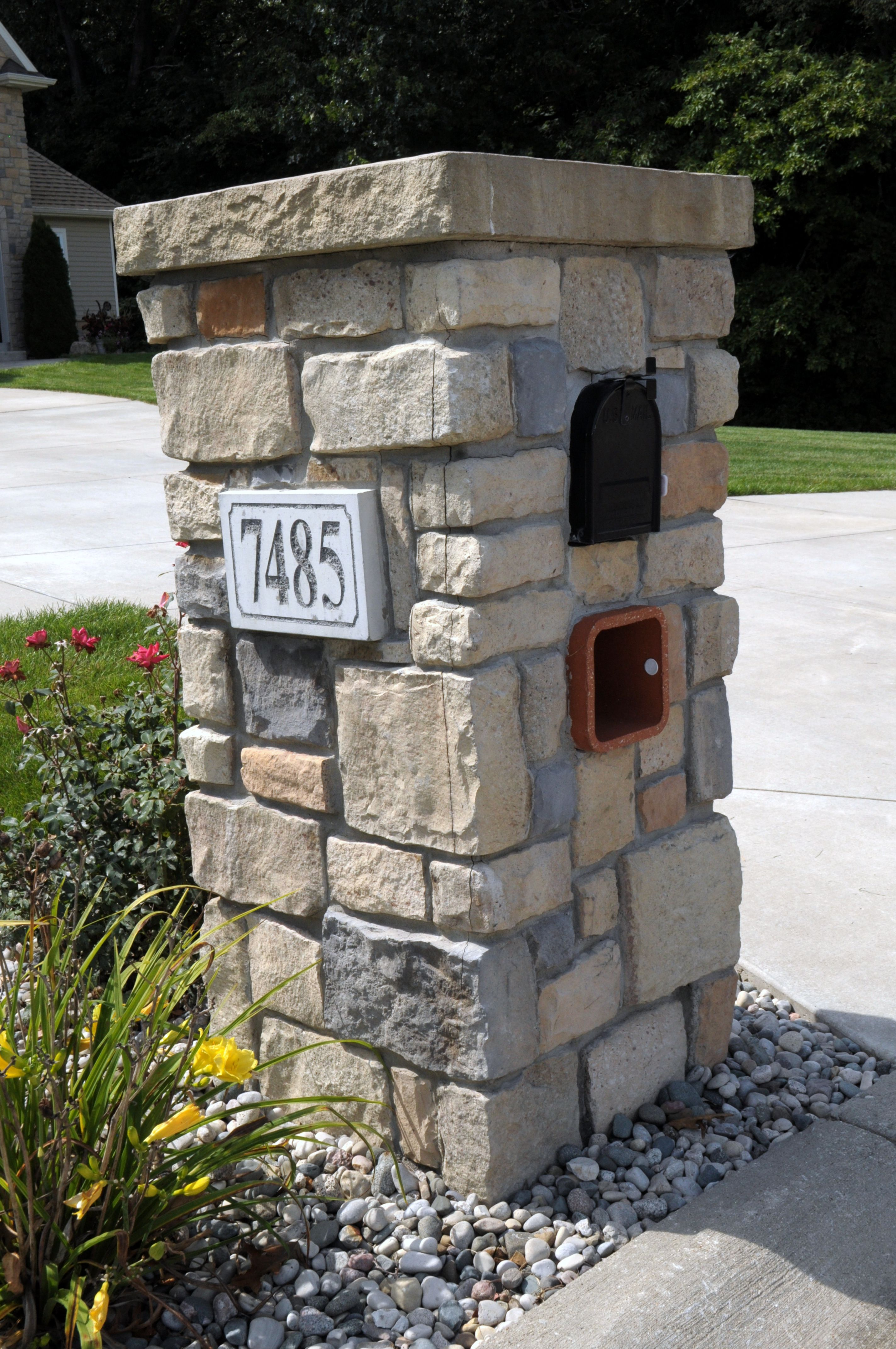 Stoned Mailbox With Engraved Address Block Baugo Creek Cut Cobble JampN Stone Mailboxes In 2019