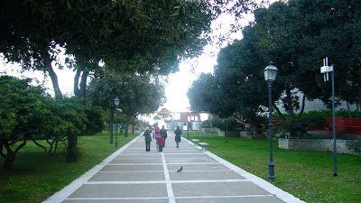 Cagliari, teste mozzate a tre statue nei Giardini Pubblici