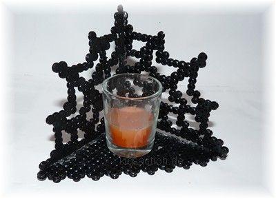 3D Bügelperlenbastelanleitung für Halloween: Teelicht im Spinnennetz - DIY Halloween Decoration Hama Beads #spinnennetzbasteln