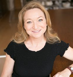 Truth In Aging founder Marta Wohrle's current winter beauty regimen is focusing on moisturizing and includes favorites from Innarah and MitoQ, plus new finds from I Pekar and LiftLab. #winterskincare #antiaging #truthinaging