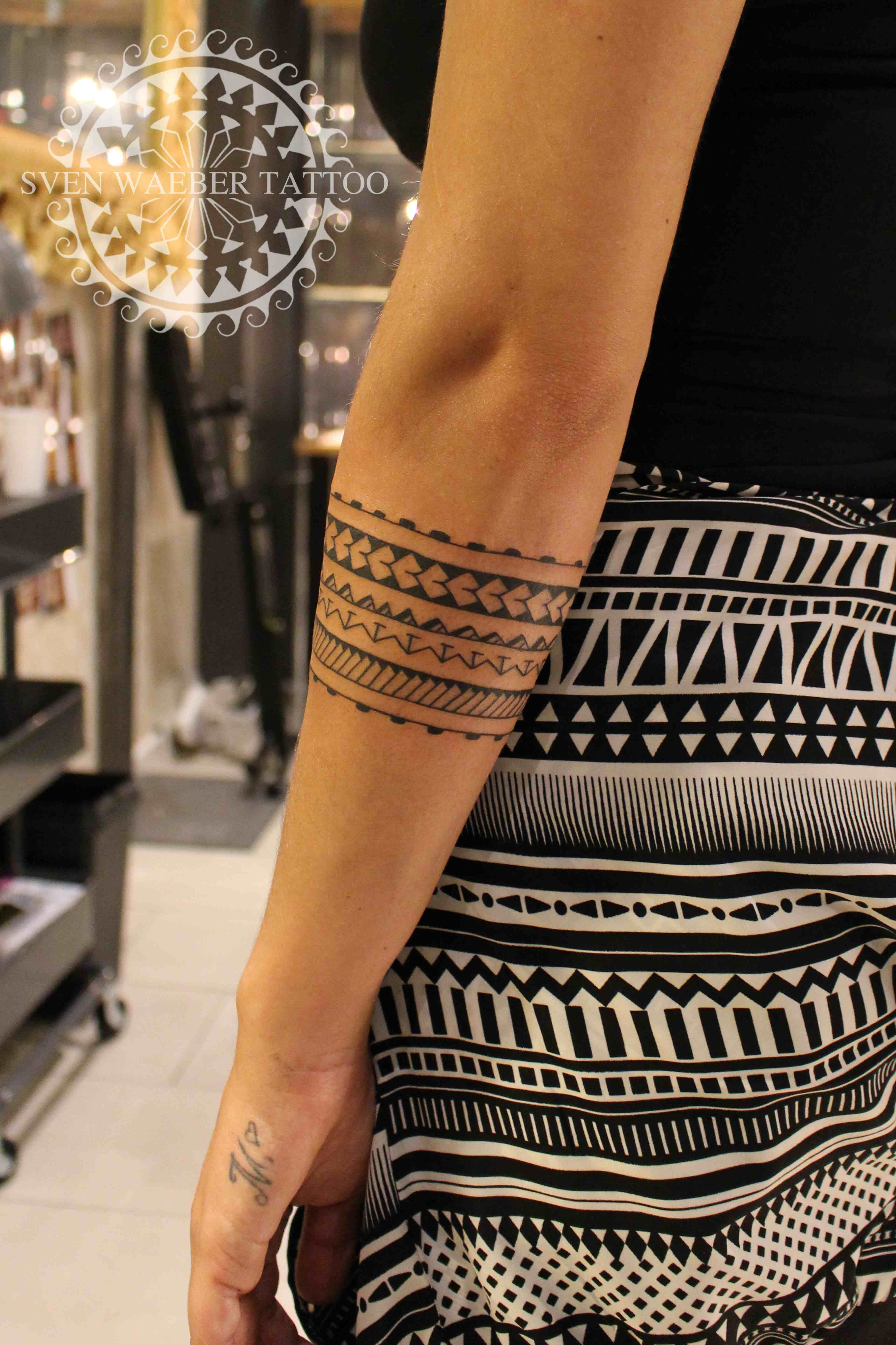 Vorarm Mmhendi Comme Manhunter Setting Manhattan Project Planete Tattoo Est Elle Aussi Regul In 2020 Maori Tattoo Polynesian Tattoos Women Forearm Band Tattoos