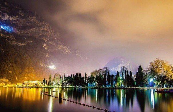 Вечернее озеро Гарда, Италия