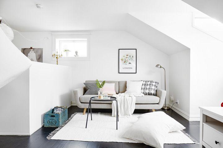 Medio muro para separar el dormitorio en un estudio abierto