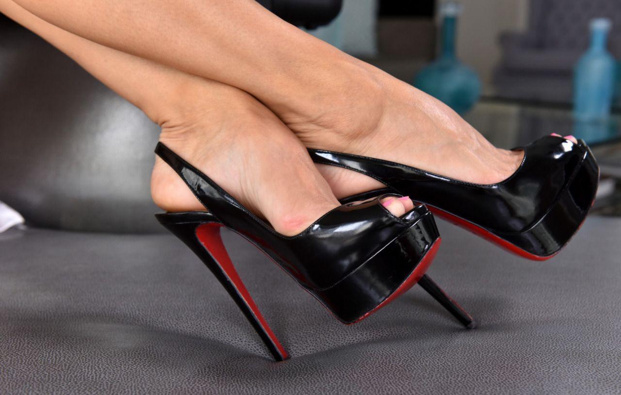 Amateur high heels free pics