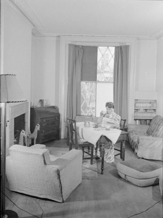 Essay 1940 S Fashion: A Day In The Life Of A Wartime Housewife- Everyday Life In