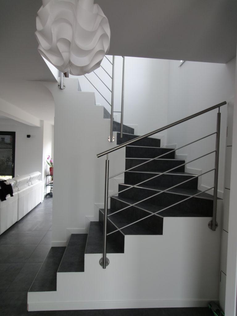 rambarde inox en place vue depuis la porte d 39 entree notre maison toit plat 105 m2 par. Black Bedroom Furniture Sets. Home Design Ideas