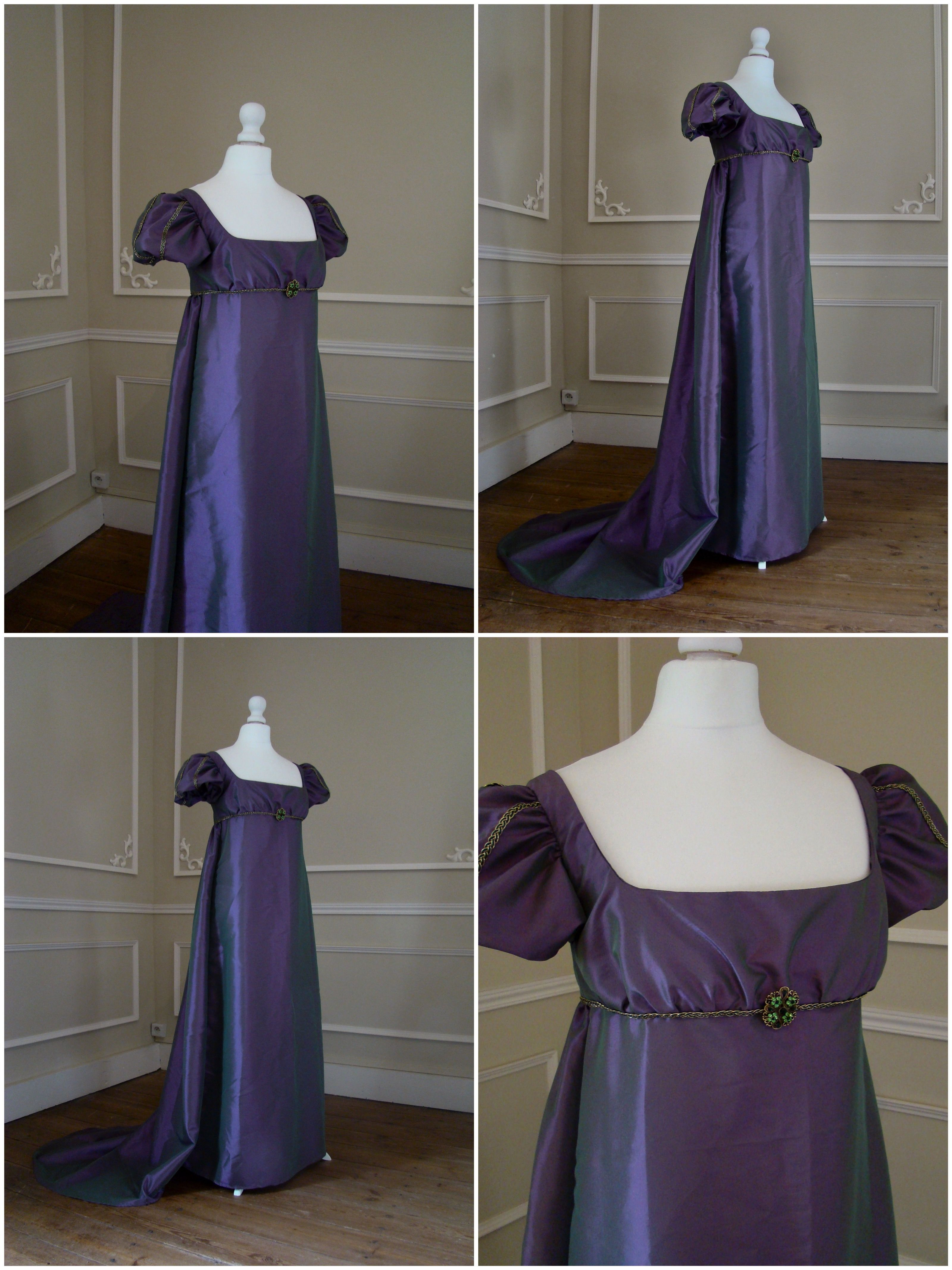 eddc3b7e1f7 Robe de bal Régence 1er empire en taffetas violet à reflets verts. Ball  gown of regency period in purple taffeta with green reflections.