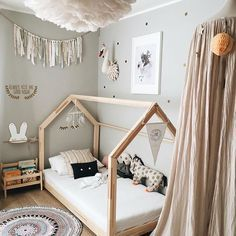 sch nes offenes hausbett sieht gem tlich aus und l sst raum zum atmen kinderzimmer pinterest. Black Bedroom Furniture Sets. Home Design Ideas