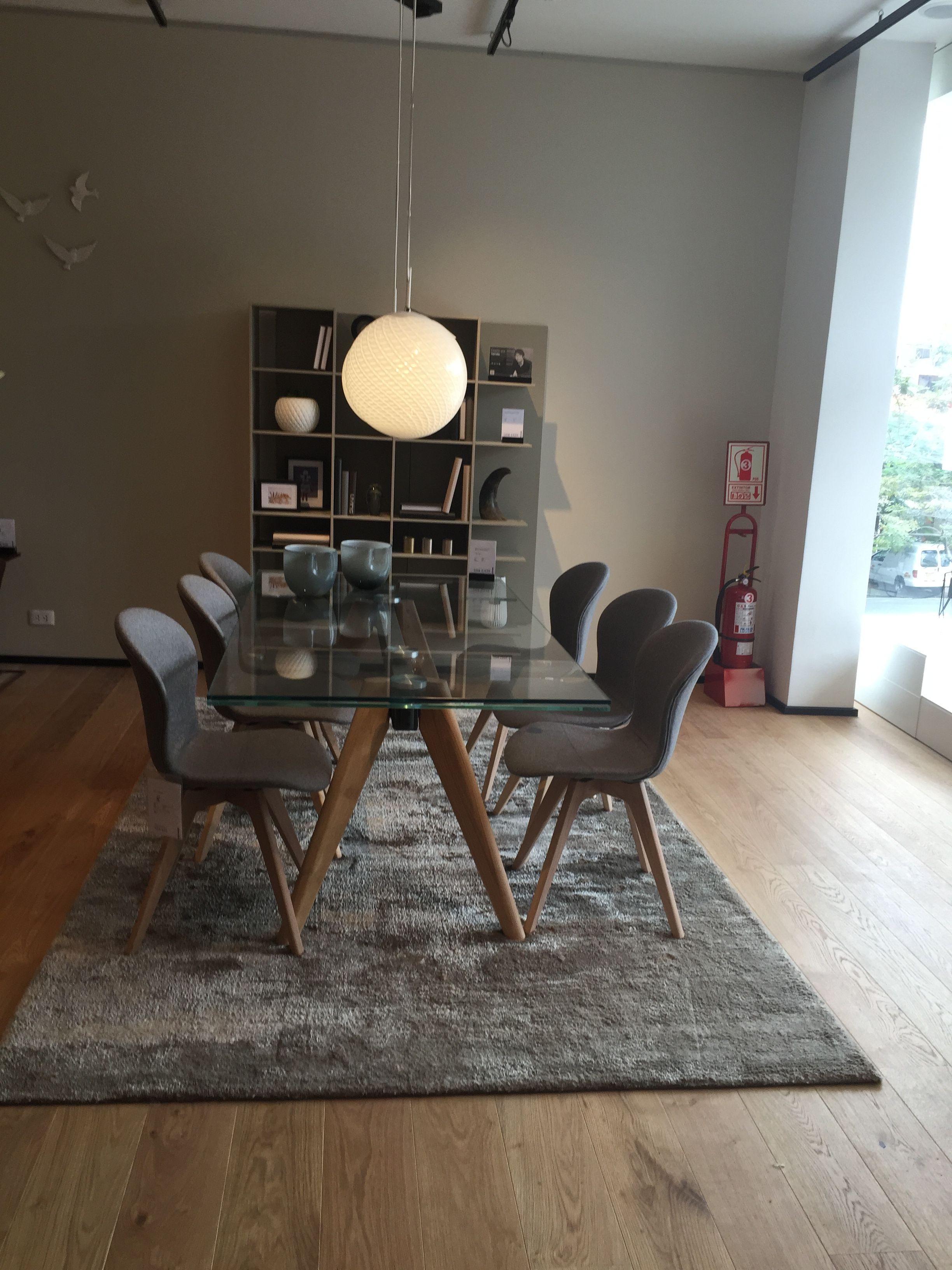 Extendable Clear Glass Monza Table And Adelaide Chairs Perfect