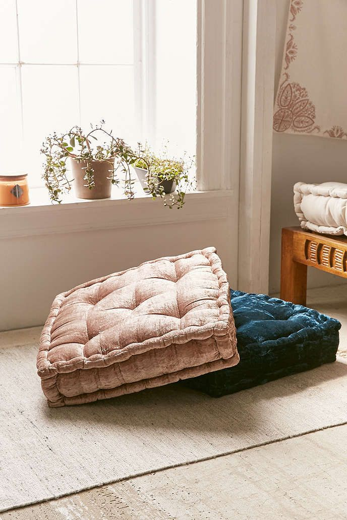 Coussin de sol en velours ruthie urban outfitters for Chambre urban outfitters