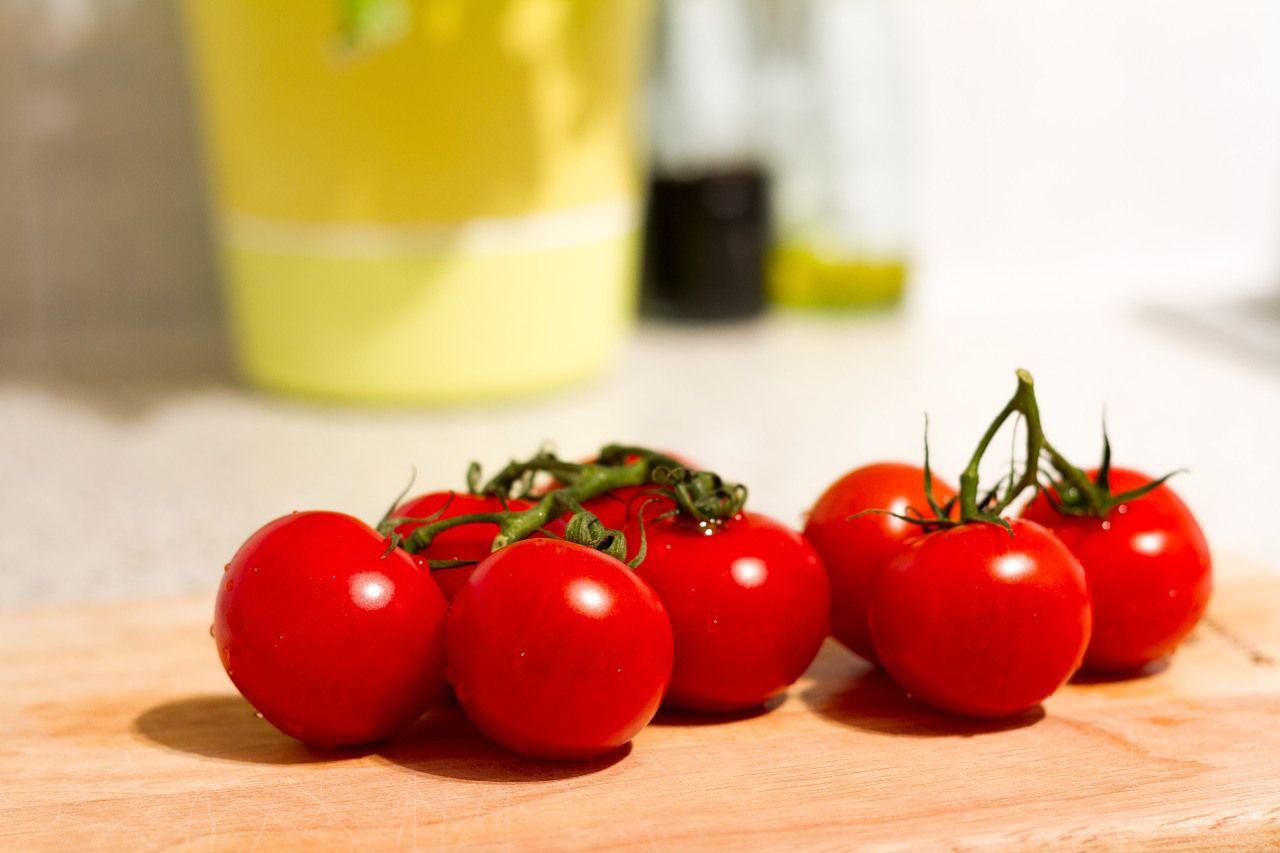 Knoblauch, kaltgepresstes Olivenöl, frische Kräuter, reife Tomaten ...
