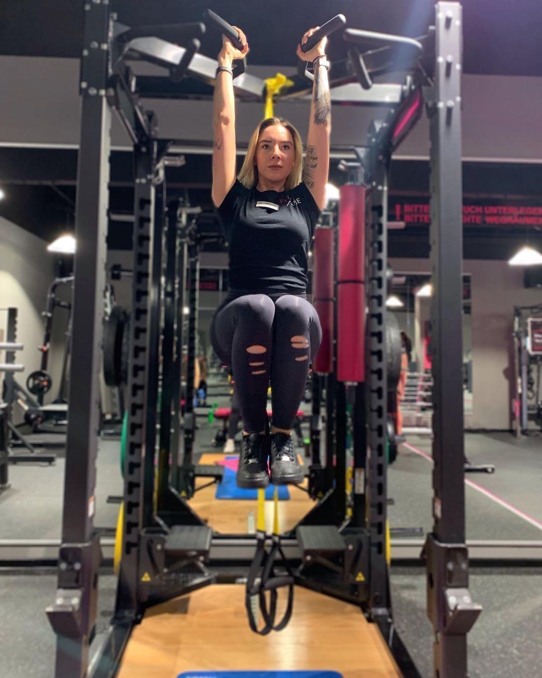 # rumhängen #einfach #fitgi #fitness #FitOne #ladys -  #abhängen #einfach #fitgi #Fitness #FitOne #D...
