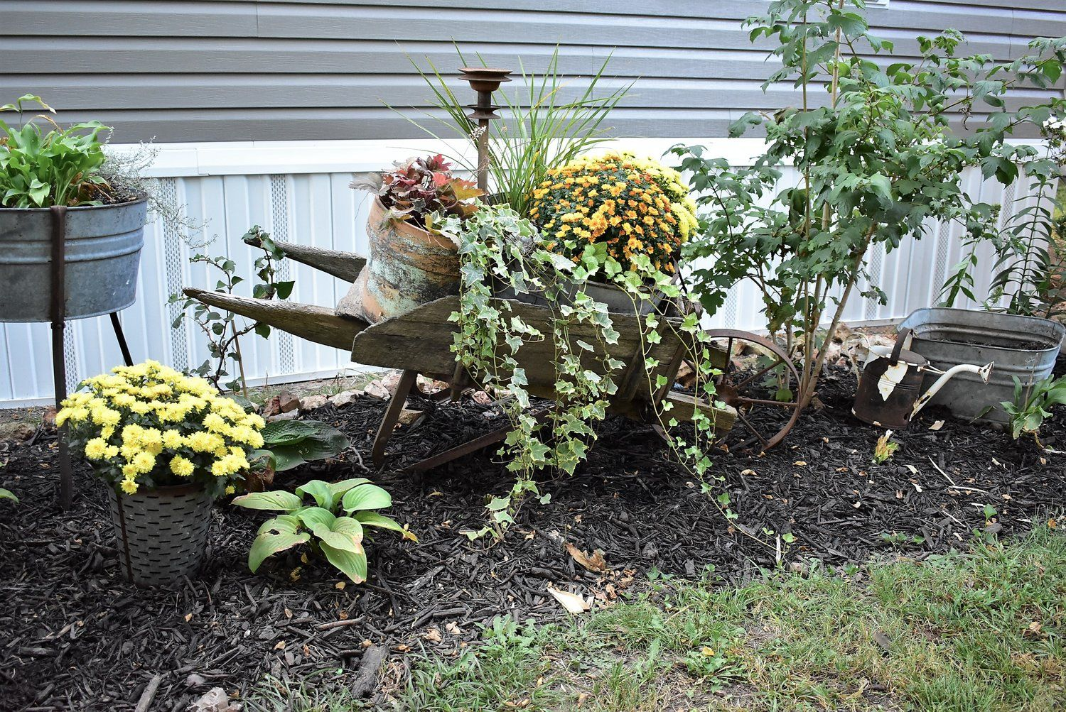 Simple Fall Outdoor Decorating Inspiration Mums In
