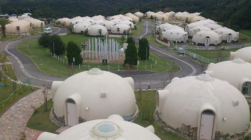 Bubble house village japan bubble houses geodesic for Dome house in japan