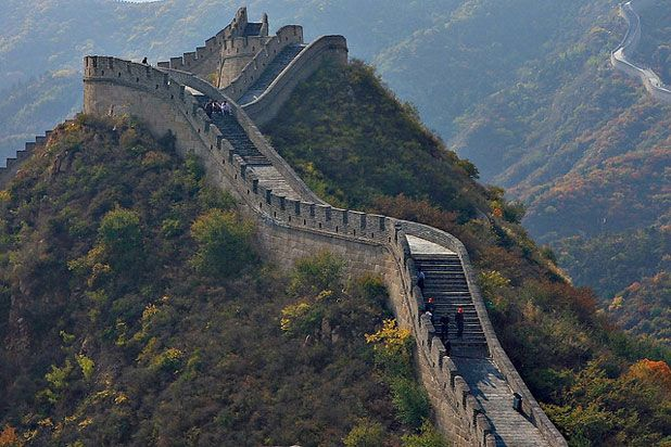 China To See The Great Wall Famous Landmarks Pinterest Tourist Spots