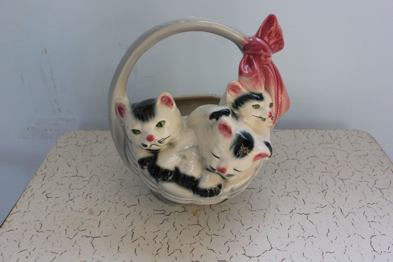 Antique 1950 S Kittens In A Basket Ceramic Planter 16 50 Via Etsy Would Look So Sweet With Some Herbs In It Dining Booth Antiques Ceramic Planters