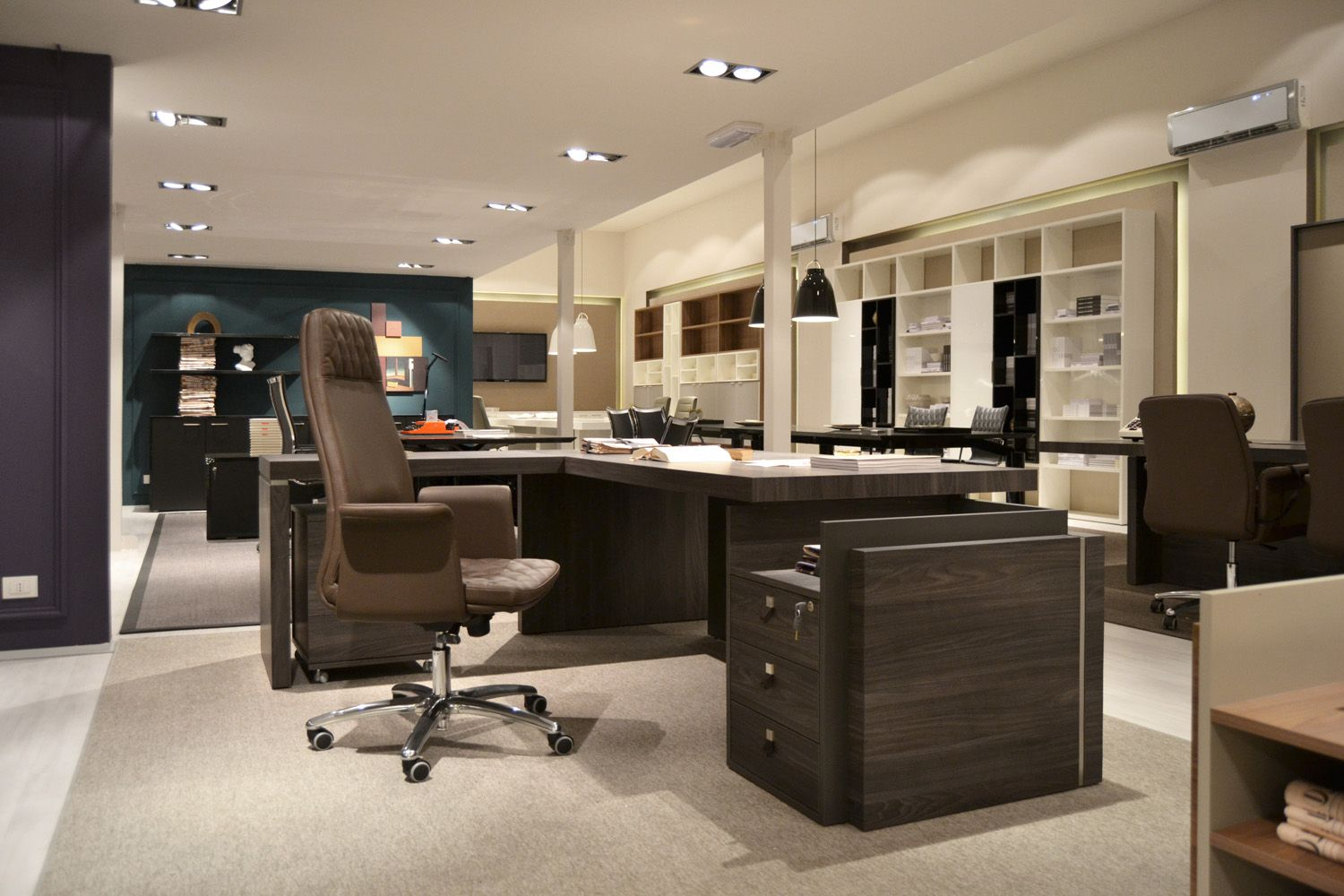 Showroom – SESSANTA executive desk by Prof Office