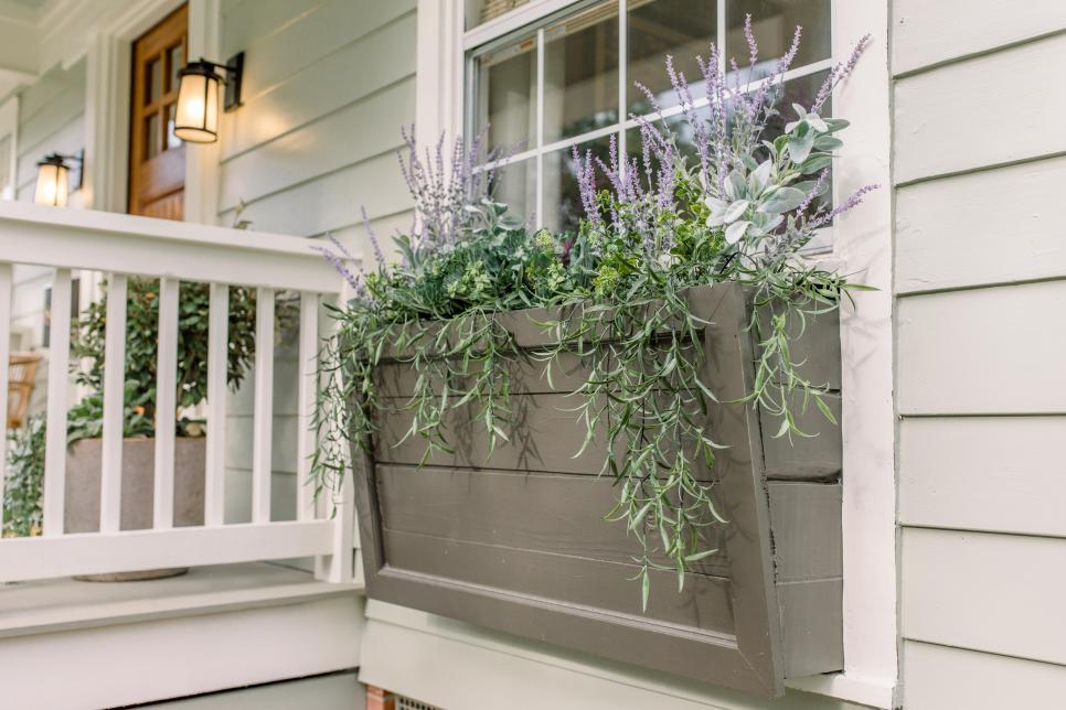 20 Incredible Curb Appeal Makeovers From 'Home Town'