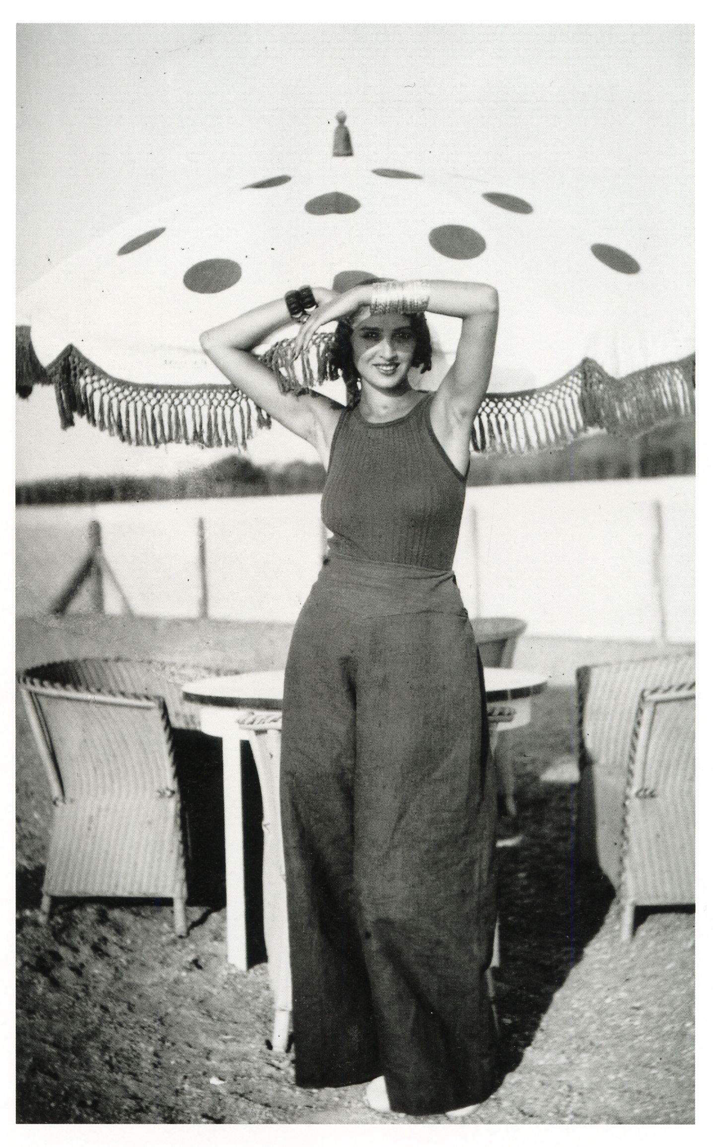 Ren e perle piscine de plage de la chambre d 39 amour anglet by jacques henri lartigue august - Plage de la chambre d amour ...