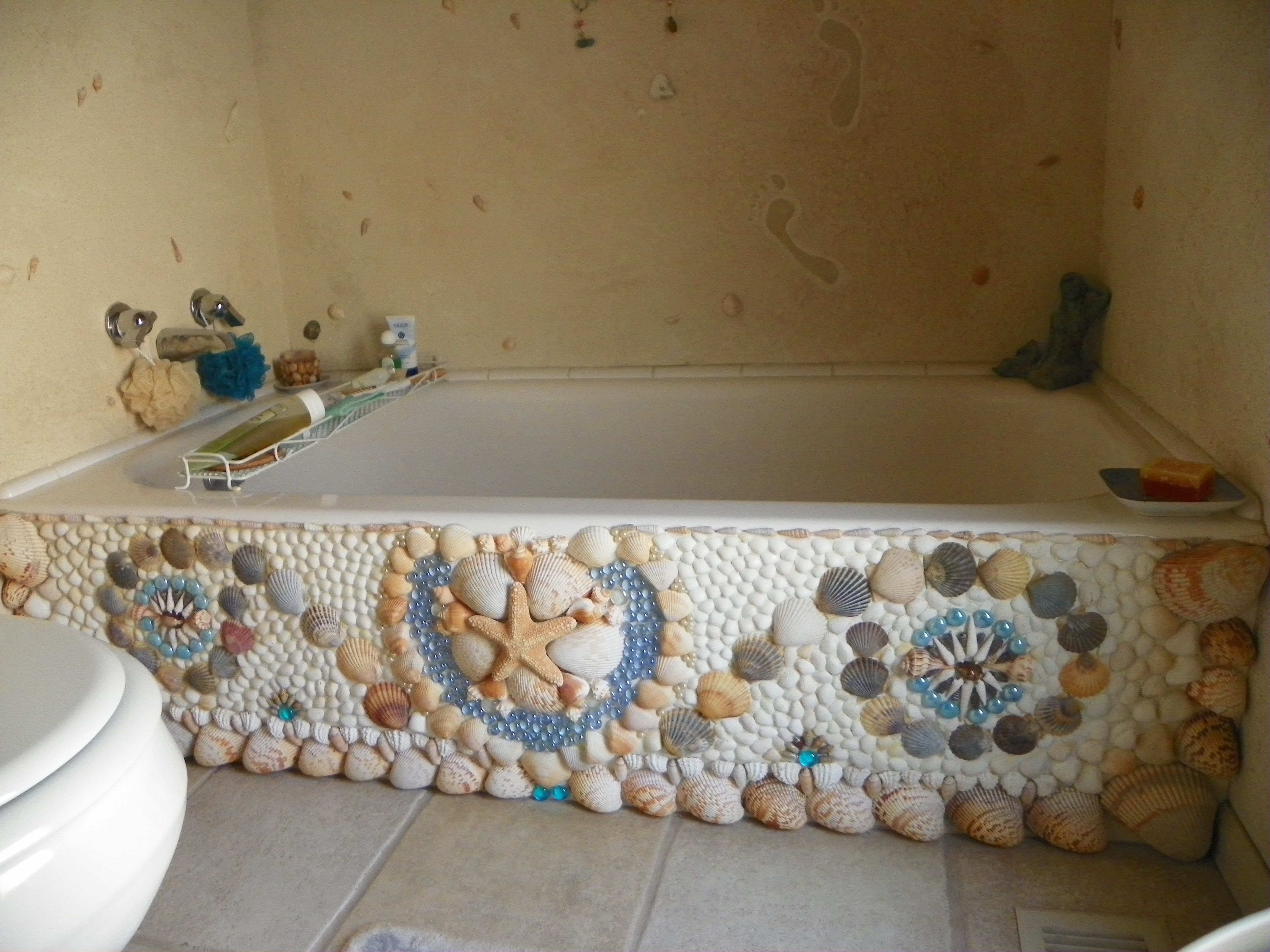This Tub I Covered In Actual Seashells Walls Are Covered In A