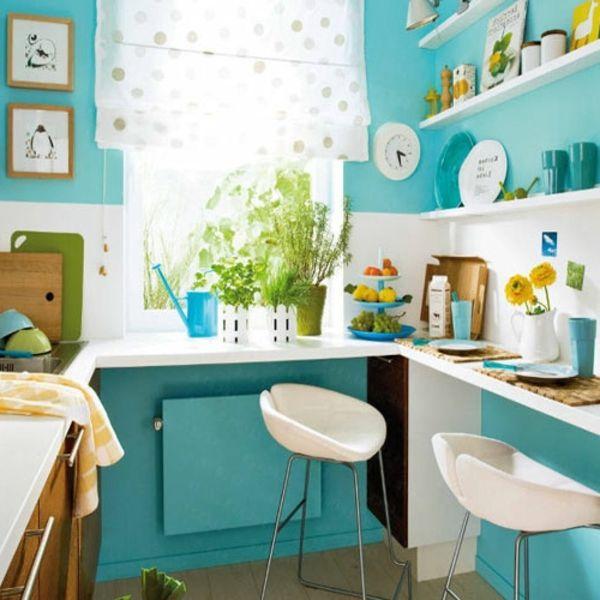 Kleine Küche mit türkis Wandfarbe und weiße Regale | Wohnfarbe ...