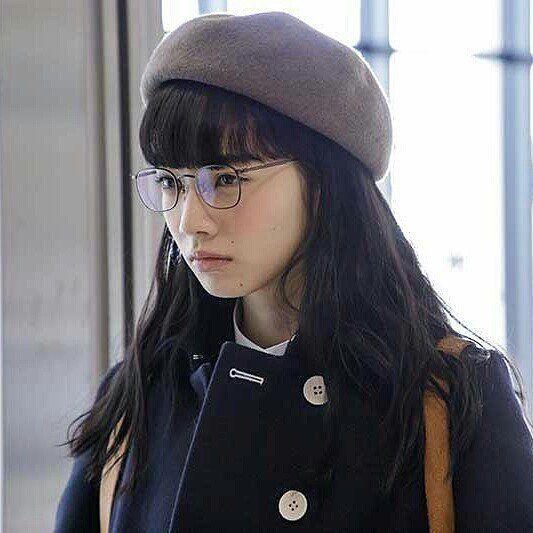 小松菜奈 スリル 赤の章 小松菜奈 黒 モデル